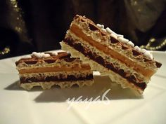 Romanian Food, Romanian Recipes, Kit Kat Bars, Desserts With Biscuits, Creme Caramel, Wafer Cookies, Cookie Bars, Cupcake Cakes, Cupcakes
