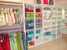 Más de nuestras soluciones de mobiliario comercial para tiendas de bebé  en http://jucabe.es
