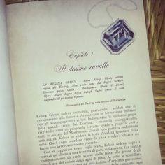 Ciao lettori!! Com'è andata la giornata?? Noi abbiamo un sacco di tag da recuperare!  Iniziamo dal tag #chapterone grazie a @rossella_vecchio_ per averci nominate!! Questo è il primo capitolo di...riconoscete il libro??   #libri #leggere #letture #books #bookstagram #instalibri #booklover #bookworm #bookish #bookporn #libro #instalibri #reading #fantasy #pagina #instalibri #bookstagrammer #bookaholic #booksofinstagram #instalike #like #instagood #seguimi #picoftheday #insta