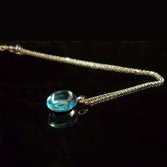 GILARDY GOCCIA Halskette aus 18 Karat Weissgold mit Blautopas Cabochon