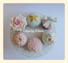Vintage cupcakes and Hello Kitty Cupcakes. Cotton And Crumbs, Hello Kitty Cupcakes, Cat Party, Novelty Cakes, Wedding Cupcakes, Celebration Cakes, Special Occasion, Cake Decorating, Vintage
