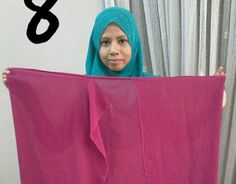 Nota Editor: Tutorial ini telah dikongsikan di Facebook Aimi Shukri dan kami telah diberi keizinan untuk kongsikan semula di sini. Semoga bermanfaat untuk para wanita dan gadis. Pernah dengar instant shawl dua muka yang tengah top sekarang ni? Cantikkan bila pakai? Sarung je. Mudah, cepat, kemas, ringkas & vouge gitu Hari yang indah ni Aimi nak share cara buat instant shawl 2 muka menggunakan shawl halfmoon yang dah sedia ada dalam wardrobe kita. Tak payah beli baru. Guna je yang sedia ada…