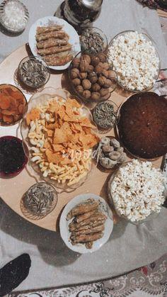 Decoraciones Eid, 21st Birthday Centerpieces, Sleepover Snacks, Creative Food Art, Snap Food, Food Snapchat, Fruit Drinks, Fake Food, Food Pictures