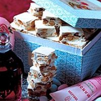 Türkischer Honig - süße klebrige Konfektmasse (auch ohne Cranberries, Traubenzucker und Oblaten möglich) :) - http://www.brigitte.de/rezepte/rezepte/tuerkischer_honig