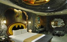 I know a few guys who would LOVE this bedroom. (especially since they already think they're super heros in the bedroom) lol