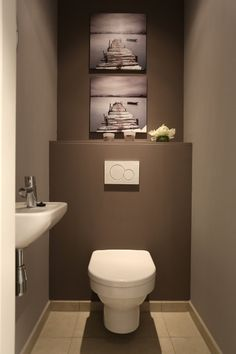 Bel appartement 2 ch dans un endroit splendide Guest Toilet, Small Toilet, Showroom Interior Design, Interior Design Living Room, Space Saving Toilet, Toilette Design, Bathroom Design Small, Bathroom Interior, House Design