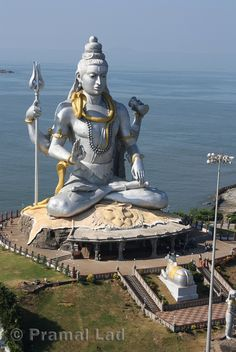 Worlds Largest Shiva ~Taken at the holy site of Murudeshwara, on the coastline of Karnataka. This is supposed to be the worlds largest Shiva statue sitting proud at over with at gate-like building in front of it Statues, Pakistan Travel, India Travel, Indian Temple, Africa Art, Karnataka, Lord Shiva, Incredible India, Temples