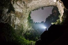 Son Doong Cave is in the heart of the Phong Nha Ke Bang National Park in the Quang Binh province of Central Vietnam. Only recently explored in by the British Cave Research Association, the cave has only been open to the public since Laos, Northern Lights Canada, Lake Retba, Types Of Forests, Beautiful World, Beautiful Places, Life List, Parc National, Jungles