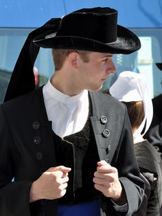 Costume traditionnel de Châteaulain   by JPG76