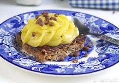 Daimkake med gulkrem i langpanne - Elin Larsen Norwegian Food, Norwegian Recipes, Cake Recipes, Dessert Recipes, Let Them Eat Cake, Macaroni And Cheese, Waffles, Deserts, Food And Drink