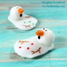 My original melting snowman cookie, made entirely out of Airheads candy, for winter. How-tos and tutorial included to make melting snowman candy. Christmas Party Food, Christmas Goodies, Christmas Candy, Christmas Treats, Holiday Fun, Christmas Cooking, Christmas Activities, Holiday Crafts, Holiday Ideas