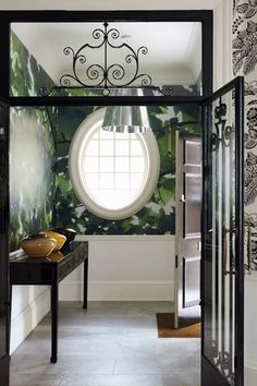Decorating ideas for the hall - 30 examples of how to spice up the corridor design - Decoration Solutions Victorian Terrace Hallway, Small Hallways, Be Light, Yellow Interior, Entry Foyer, Hallway Decorating, Decorating Ideas, Decor Ideas, Floor Design