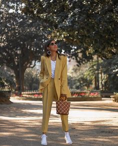 Yellow suit for the office this summer! - Yellow suit for the office this summer! Source by modetheater - Classy Outfits, Casual Outfits, Cute Outfits, Fashion Outfits, Womens Fashion, Fashion Trends, Disney Outfits, Casual Wear, Business Outfit Damen