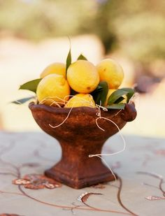 Love the idea of fresh fruit as part of centerpieces (but peaches instead of lemons!) - need to find a beautiful bowl to put them in! Non Floral Centerpieces, Edible Centerpieces, Wedding Table Centerpieces, Centerpiece Ideas, Centrepieces, Wedding Decorations, Holiday Centerpieces, Wedding Tables, Table Decorations