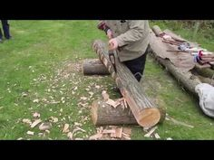 Traditional Log to Beam Hewing - Huge Axes Green Woodworking, Antique Woodworking Tools, Woodworking Projects, Firewood Logs, Wood Lumber, Rough Wood, Wood Joints, Got Wood, Homemade Tools