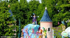 Disneyland Paris tickets online - cheaper and better than turning up and paying full price on the gate or worse, discovering the park is fully booked!