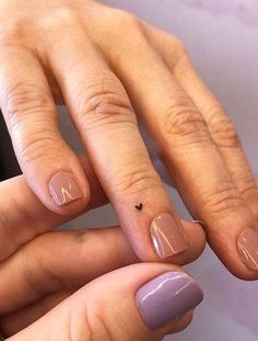 Heart Tattoos With Names, Heart Tattoo On Finger, Finger Tattoo For Women, Tiny Tattoos For Girls, Small Heart Tattoos, Side Of Hand Tattoos, Male Hand Tattoos, Small Tattoos On Finger, Tattoos On Fingers