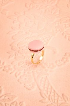 Elle trichait de temps en temps se permettant un petit plaisir coupable !  She cheated from time to time to allow herself a little guilty pleasure! Pink macaroon ring https://1861.ca/collections/products/crusta-rose