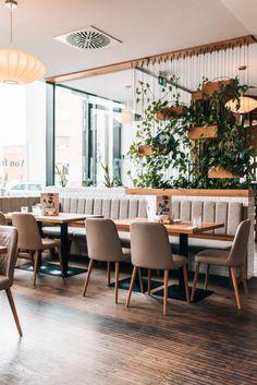 Linz Food Guide: Die tollsten Cafés und Restaurants - Sommertage Cafe Restaurant, Dining Chairs, Table Decorations, Restaurants, Furniture, Home Decor, Linz, Summer Days, Indoor