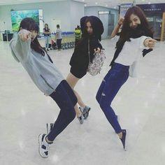Untuk pecinta couple bts gfriend, 💌BangchinArea in Fanfiction in Fanfiction Kpop Girl Groups, Korean Girl Groups, Kpop Girls, Ulzzang Girl Fashion, Mode Ulzzang, Korean Best Friends, Foto Top, Best Friends Aesthetic, Sinb Gfriend