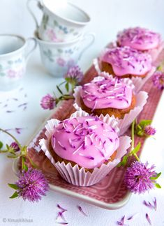 Mansikkamuffinssit apilaströsselillä   Reseptit   Kinuskikissa Desert Recipes, Deserts, Cupcakes, Candy, Baking, Sweet, Food Ideas, Pretty, Inspiration