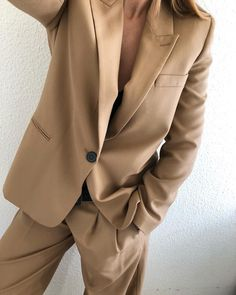 Neutral tones pieces are must in building your ultimate capsule wardrobe for spring Normcore Fashion, Suit Fashion, Look Fashion, Fashion Outfits, Womens Fashion, Fashion Tips, Nude Outfits, Fashion Fall, Fashion Trends