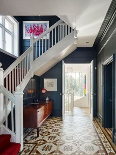 Beach House is a refurbishment to an existing 5 bedroom Edwardian home in west London. By London studio Andy Martin Architecture Edwardian Hallway, Edwardian House, Modern Victorian, Victorian Homes, Edwardian Staircase, Edwardian Style, Home Renovation, Home Remodeling, Beach House Pictures