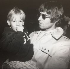 Liam and a Lucky boy Gene Gallagher, Lennon Gallagher, Liam Gallagher Oasis, Liam Oasis, Oasis Music, Liam And Noel, Britpop, Band Photos, Classic Rock