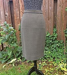 Black and Tan Wool Houndstooth Skirt / Black Wool Tweed Pencil Skirt / Vintage Black Houndstooth Skirt / Vintage Wool Pencil Skirt - Size 8