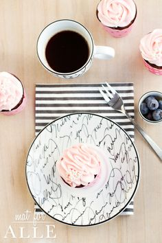 Pink cupcake and coffee, www.matforalle.no