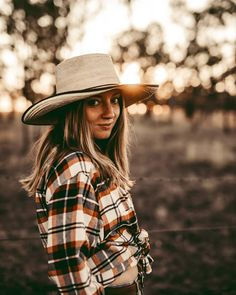 """Gefällt 7 Mal, 3 Kommentare - Alex🦂 live your truth.༄ (@plantifulalexandra) auf Instagram: """"GET TO KNOW ME  So many new faces here, HELLO!♥️  Thought I just share some facts about me and…"""" Get To Know Me, Getting To Know, Winter In Australia, Live Your Truth, New Face, Live For Yourself, Faces, Instagram, Fashion"""