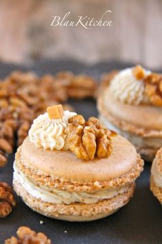Macaron noix de Grenoble /  Walnut macaron