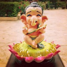 Make this Ganesha Chathurthi 2020 special with rituals and ceremonies. Lord Ganesha is a powerful god that removes Hurdles, grants Wealth, Knowledge & Wisdom. Clay Ganesha, Ganesha Art, Ganesha Drawing, Ganpati Decoration Theme, Ganapati Decoration, Gauri Decoration, Mandir Decoration, Ganesh Chaturthi Images, Spirituality