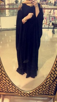 oriental-sunrise:  Omg this abaya is so beautiful. I wish I had one like this *.*