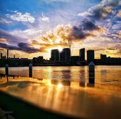 Another stunning example of #brisbanesunsets ... . #discoverbrisbane #rivercity #photographyinbrisbane #viewsofbrisbane #picoftheday #photooftheday #teambne #thisisbrisbane #ig_brisbane #igersbrisbane #ilovebrisbane #brisbaneanyday #mybrisbane @brisbane #celebrateBrisbane #visitbrisbane #horizons #brisbanecity #citygrammers #sunset #sunsetlovers #dusk #everglow #sunsetsgram #sunset_hub #sunset_ig #sunsetstky