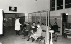 1960 - Wachtruimte bij entree ziekenhuis Havenziekenhuis Rotterdam