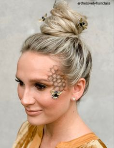 Bumble bee hair and makeup; beehive costume makeup looks scary Bumble Bee Costume Halloween Costumes To Make, Halloween Makeup Looks, Easy Halloween, Disney Halloween, Pretty Halloween, Halloween Recipe, Women Halloween, Halloween Nails, Halloween Crafts