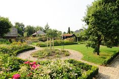 www.buytengewoon.nl landelijke-tuinen klassieke-cottagetuin-met-vaste-plantenborders-in-harderwijk.html