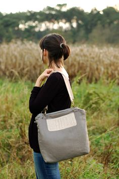 Grey linen and wool tote, hand embroidered - Doodles Collection- by Mundo Flo