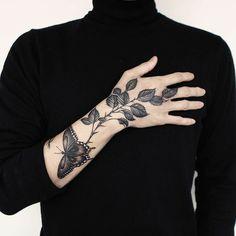 Hand Tattoos for Women . Hand Tattoos for Women . Nature Tattoos, Body Art Tattoos, Sleeve Tattoos, Leg Tattoos, Pretty Tattoos, Beautiful Tattoos, Cool Tattoos, Tattoo Designs, Design Tattoo
