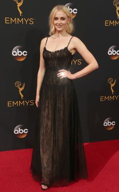 2016 Emmys: Sophie Turner is wearing a black lace Valentino gown. I like this classy and sophisticated dress.