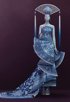 World-famous couture designer Guo Pei brings exquisite creations to Canada for the first time Style Oriental, Oriental Fashion, Chinese Fashion, Fashion Art, High Fashion, Fashion Design, Dress Dior, Gala Gowns, Guo Pei