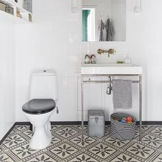 these floor tiles! white square tiles high up storage is interesting bling on the mirror my scandinavian home: A stunning Malmö home Bad Inspiration, Bathroom Inspiration, Interior Inspiration, Home Design Decor, House Design, Home Staging, Diy Home Decor For Apartments, Black Ceiling, Ceiling Color