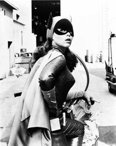 Original sexy Yvonne Craig as Batgirl from the 1968 Batman TV show Yvonne Craig, Yvonne De Carlo, Batwoman, Dc Batgirl, Batman 1966, I Am Batman, Batman Robin, Batman Stuff, Batman Tv Show