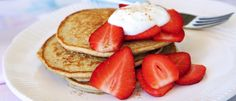 Nothing beats a delicious stack of pancakes on a weekend morning - especially when they're easy to make and low in calories! Oat Pancakes, Protein Pancakes, Healthy Mummy, Healthy Eating, Just Cooking, Cooking Time, Food In A Minute, Michelle Bridges, Pancake Stack