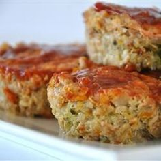 Turkey Veggie Meatloaf Cups | Lightly seasoned lean ground turkey meatloaf muffins made with couscous and lots of veggies.