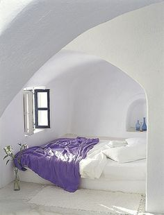 Bed Nook in Santorini. would never get out of bed Houses Architecture, Interior Architecture, Interior And Exterior, Room Interior, Bed Nook, Santorini Hotels, Santorini Greece, Santorini Island, Minimalist Bed