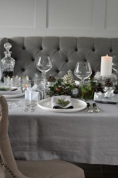 For a Natural Christmas Table Setting, dress in a Soft Grey Linen Tablecloth and fresh green foliage with a hint of white accessories (and of course presents). Grey Tablecloths, Linen Tablecloth, Table Linens, Christmas Table Linen, Christmas Table Settings, White Napkins, Natural Christmas, Fresh Green, Dining Room Table