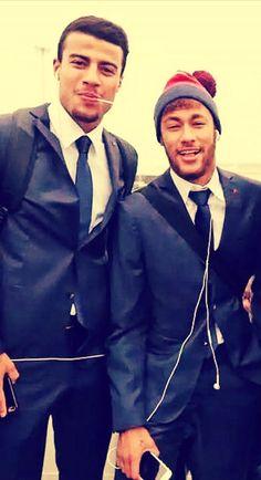 Rafinha and neymar Good Soccer Players, Football Players, Neymar Jr, Love You Babe, Soccer Stars, Fc Barcelona, Perfect Man, Cute Guys, Handsome