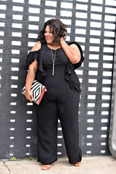 Looking for plus size fashion inspiration? Today's plus size blogger spotlight is on ShaKera of The Real Sample Size. This Houston, Texas native is on a mission to encourage women to embrace their bodies and love who they are, regardless of their size.  Meet plus size blogger,  ShaKera!  Fashion Blogger Spotlight:  ShaKera of The Real Sample Size http://thecurvyfashionista.com/2017/03/plus-size-blogger-real-sample-size/
